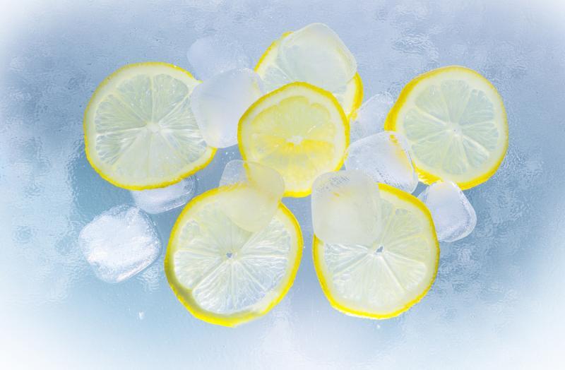 lemon slices on ice cubes